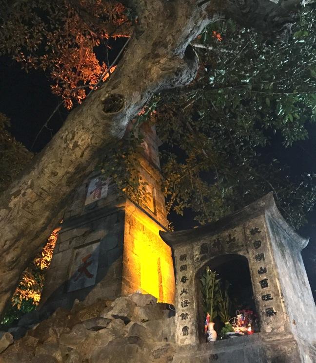 Hoan Kiem pagoda at night.